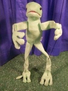 марионетка лягушка