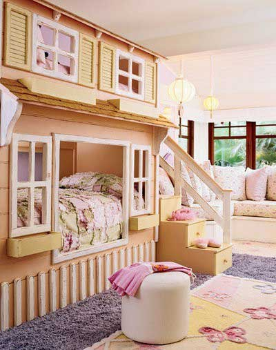 Cute-Kids-Bedroom-Decor-with-Stacking-Wooden-House