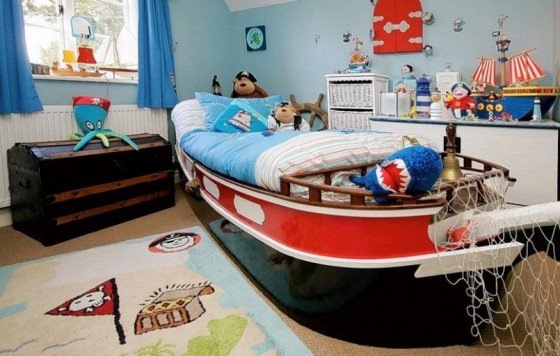 high-seas-and-pirate-theme-boys-bedroom-red-and-blue