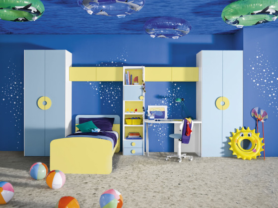 underwater-themed-blue-and-yellow-boys-room