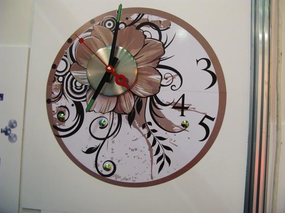 часы-стикер