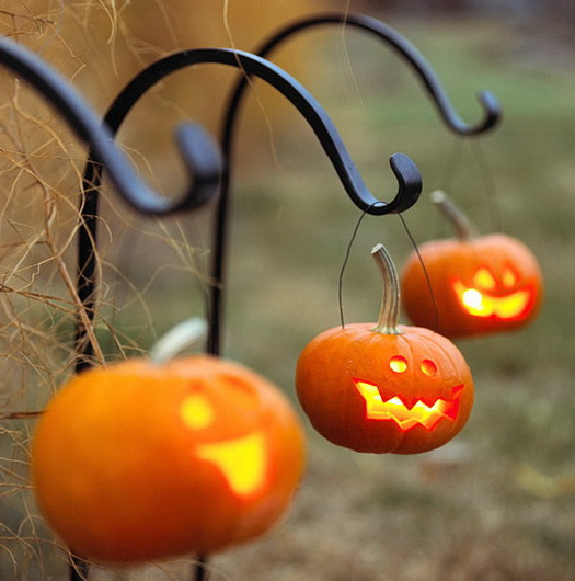 Scary-Outdoor-Halloween-Decorations-And-Silhouettes_02