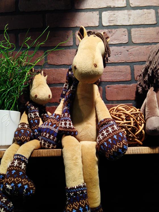 игрушечные лошадки